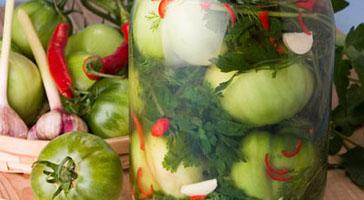 Зеленые помидоры, маринованные
