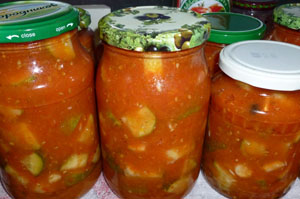 Салат огурцы в томатной заливке