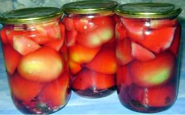 Зеленые помидоры с яблоками в розовом рассоле